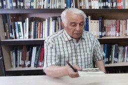 دوازدهمین پژوهش یک شیرازشناس راهی بازار کتاب شد؛«آفرینها و نفرینها»ی شعر فارسی