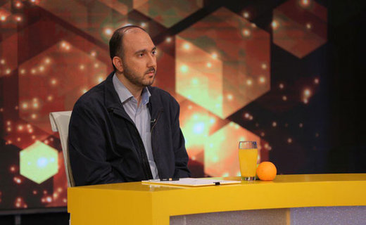سایت محسن رضایی:عوض کنید مدیر بی تجربه شبکه 3 را با این رسوایی قماربازی اش