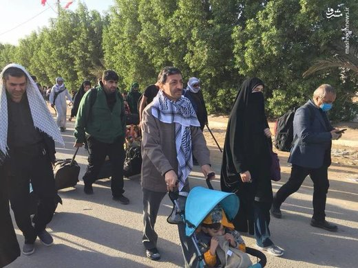 عکس | حضور خانوادگی رئیس کمیته امداد در راهپیمایی اربعین