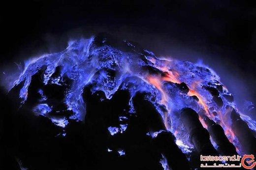 آتشفشانی عجیب با مواد مذاب آبی رنگ! +تصاویر