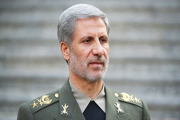 Iranian minister predicts booming defense industry next year