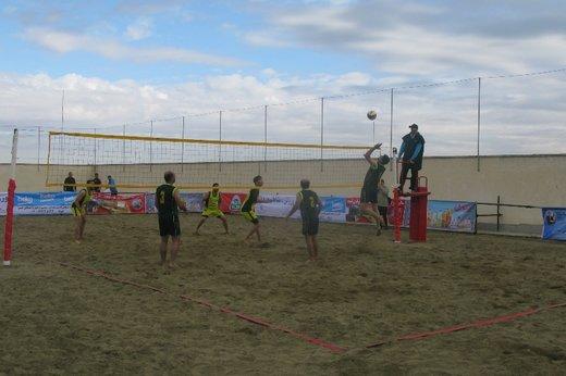 آغاز مسابقات والیبال ساحلی کارگران در گنبدکاووس