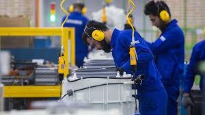 اشتغالزایی برای ۱۸ هزار نفر با بازگشت ۱۳۰۰ واحد صنعتی به چرخه تولید