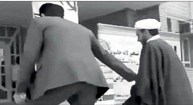 ماجرای عجیب دعوای امام جمعه با بخشدار سر گرفتن میکروفن!/ عکس