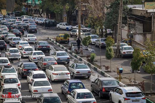 خیابان پر ترددی در تهران که از محدوده طرح ترافیک خارج شد