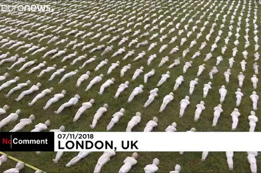 فیلم | بزرگداشت عجیب سربازان جنگ جهانی با ۷۲,۳۹۶  عروسک کفنپوش