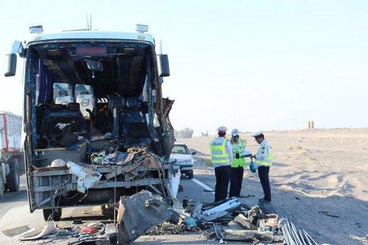 تصادف اتوبوس مشهد با تریلی در سمنان ۱۲ کشته و مجروح به جا گذاشت