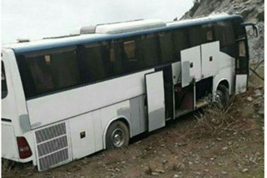 برخورد اتوبوس با کوه در آزادراه قزوین-رشت