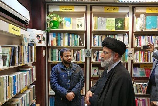 بازدید حجتالاسلام رئیسی از کتابفروشیهای خیابان انقلاب/ عکس