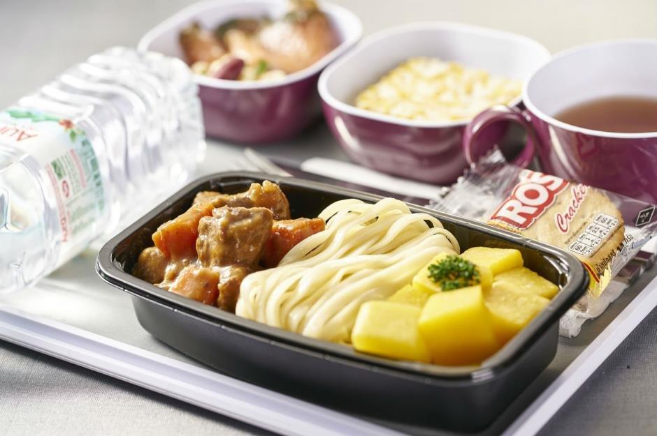 بهترین غذاهای پرواز در کلاس اقتصادی│ از پیشغذاهای مدیترانهای ترکیشایرلاینز تا مزههای عربی قطر ایرویز