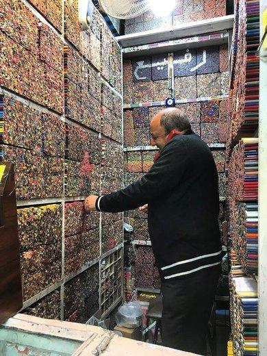 عکس | این مداد رنگی فروشی در بازار تهران است