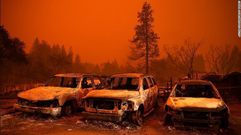 تصاویر | ویرانههای باقیمانده از کالیفرنیا؛ آتشی که همچنان میتازد