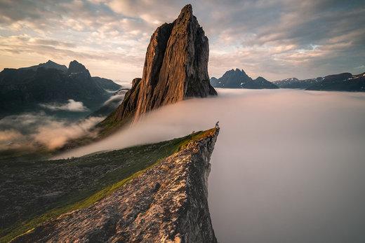 توده ابر واژگون در جزیره سنجا نروژ