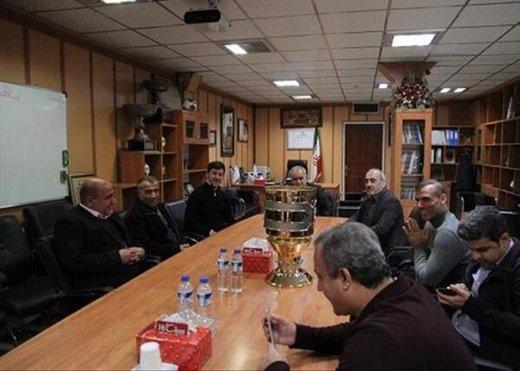 کاپ قهرمانی سوپرجام در دستان سیدجلال/ عکس