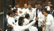 فیلم | بزن بزن نمایندهها در پارلمان سریلانکا