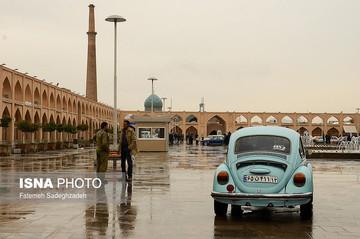تصاویر | خودنمایی خودروهای کلاسیک در اصفهان