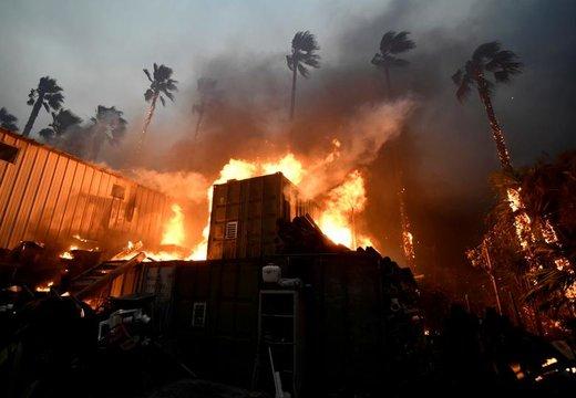 آتش سوزی یک خانه در شهر ساحلی ملیبو ایالت کالیفرنیای آمریکا