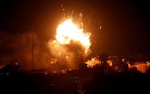 وقوع انفجار پس از حمله هوایی اسرائیل به ایستگاه تلویزیونی حماس در شهر غزه