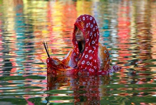یک زن هندو در جشنواره مذهبی در شهر اگرتلا هندوستان