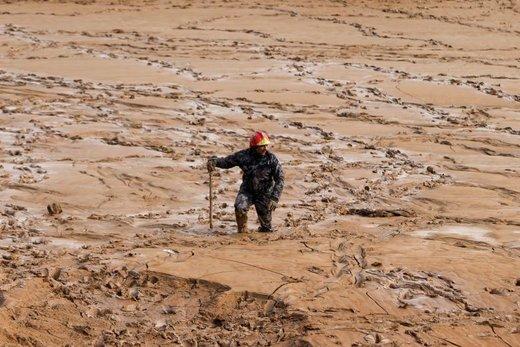 در جستجوی ناپدیدشدگان پس از بارش باران سیاآسا در شهر مادبا اردن