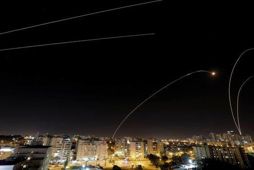 رهگیری موشکهاو راکتها در شهر صهیونیست نشین اشکلون با پدافند هوایی گنبد آهنین