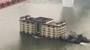 فیلم | عجیب اما واقعی: جابهجایی رستوران ۵ طبقه با قایق!