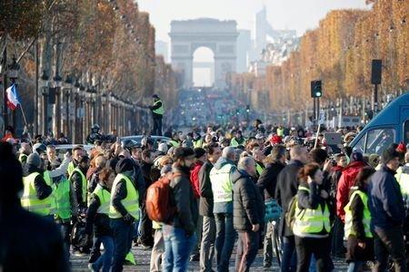 یک کشته و صدها زخمی در اعتراضات سراسری فرانسه