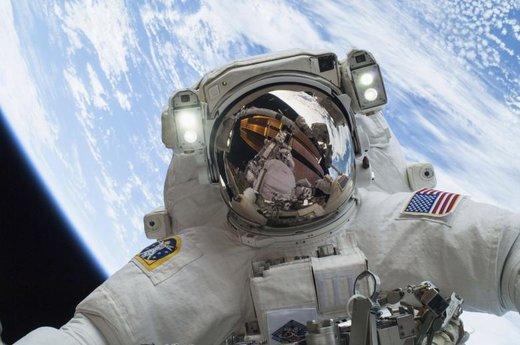 فعالیت فضایی یک فضانورد