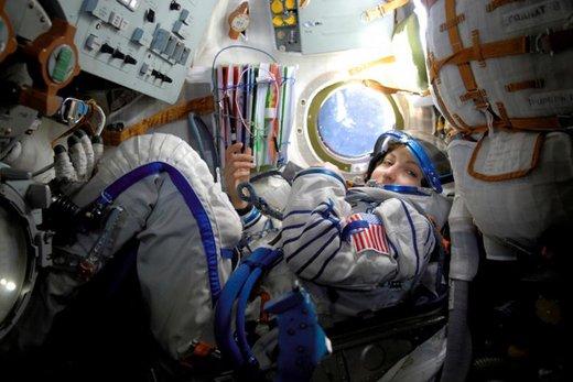 انوشه انصاری در فضاپیمای سایوز تیامای-۹