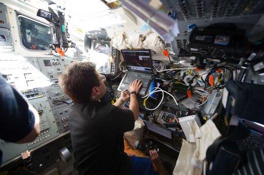 یک فضانورد ناسا در فضاپیمای اندور