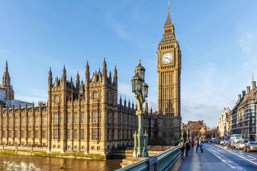 برج ساعت بیگ بن در شهر لندن انگلستان