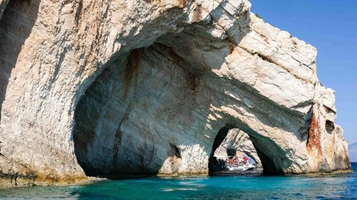 غارهای آبی در خلیج Skinari یونان