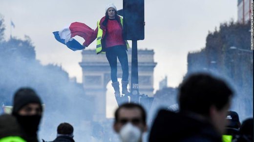 اعتراض به قیمت بالای سوخت و برنامههای اصلاحات اقتصادی مکرون در پاریس