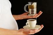 خوردن قهوه یا چای در بارداری باعث کوچک شدن اندازه نوزاد میشود