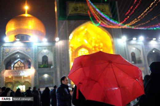 بارش باران در شب میلاد حضرت رسول(ص) و امام جعفر صادق (ع) در حرم رضوی