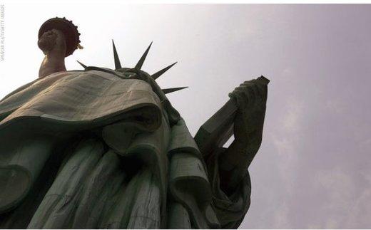 مشعل اصلی مجسمه آزادی واقعی نیست/ اثر اصلی در موزه نمایش داده میشود