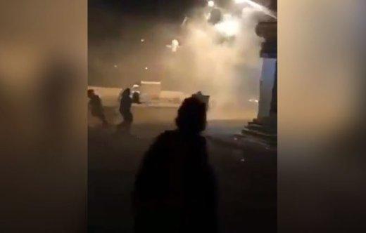 فیلم | صحنه جنگ خیابانی بین هواداران ۲ تیم فوتبال!