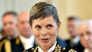 برای اولین بار یک زن رئیس ارتش اسلوونی شد/ عکس
