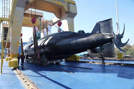عکس | زیردریایی ایرانی که میتواند شناور هزار تُنی را ظرف ۱۰ ثانیه به اعماق دریا ببرد
