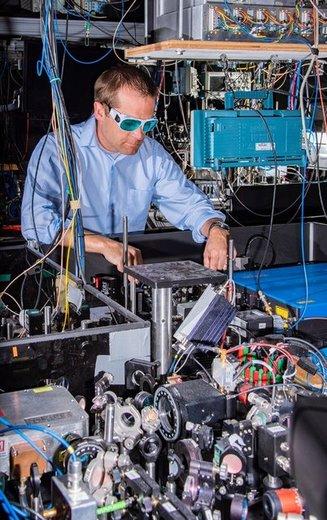 تولید ۲ ساعت اتمی برای اندازهگیری دقیقتر زمان