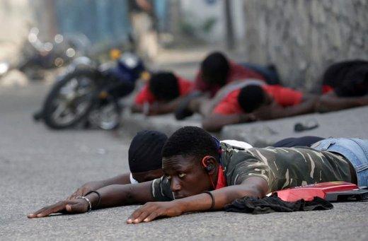 رویارویی معترضان احزاب مخالف دولت با پلیس در خیابان های پورتو پرنس، پایتخت هائیتی