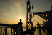 ماجرای ۴۰ میلیون لیتر قاچاق روزانه و «نفت سر سفره مردم»