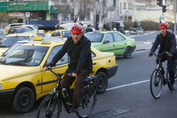واکنش پیامکی حناچی به انتقاد اینستاگرامی کرباسچی