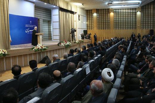 روحانی: به وزیر علوم گفتهام مقابل زندانیکردن دانشجو به بهانههای سیاسی بایستد