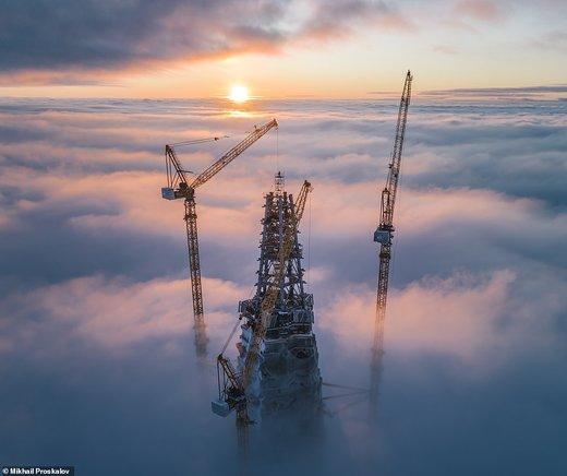 بالای آسمانخراش لاختا سنتر در شهر سنپترزبورگ روسیه در دست ساخت است