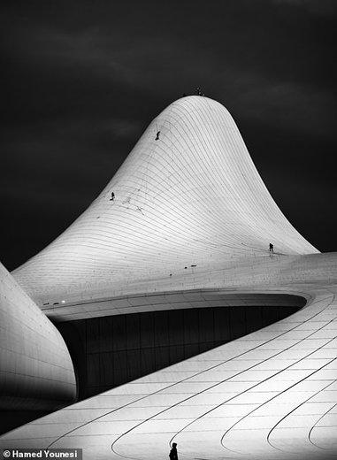 مرکز فرهنگی حیدر علی اف در شهر باکو پایتخت آذربایجان، عکس از حامد یونسی عکاس ایرانی
