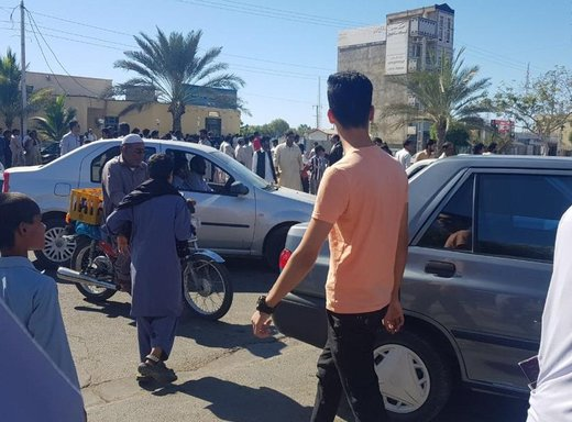 تجمع مردم در نزدیکی محل حادثه تروریستی چابهار