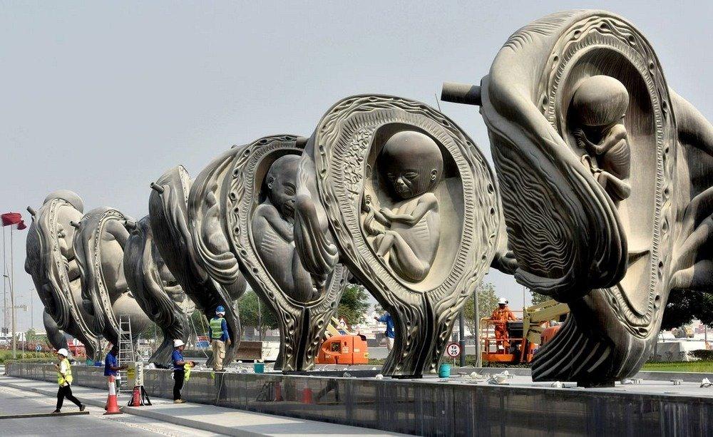 مجسمههای جنین و مادر در دوحه