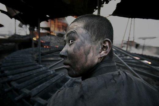 یک کارگر در شهر ووهای چین