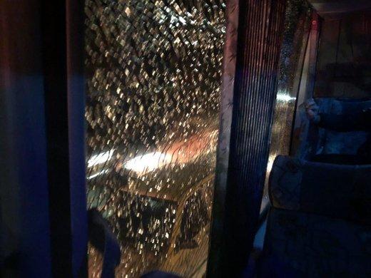 جزییاتی بیشتر از حمله به اتوبوس پرسپولیس در اصفهان/ استقبال از تیم برانکو با مشت و گاز اشکآور